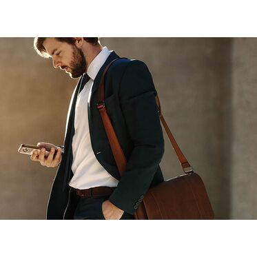 Как можно и как нельзя носить мужскую сумку?