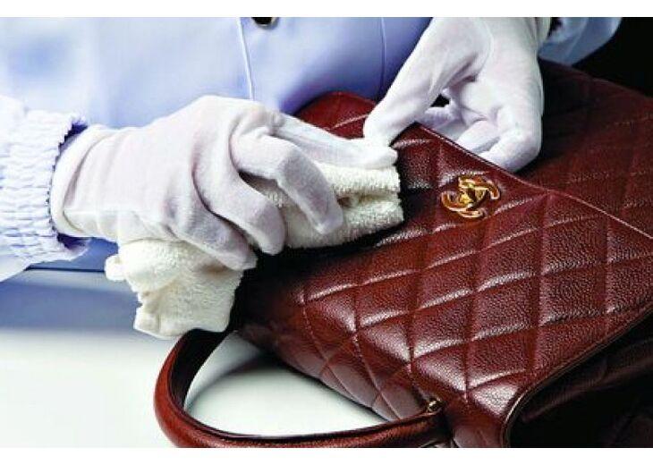 Как почистить женскую сумку от загрязнений в зависимости от материала