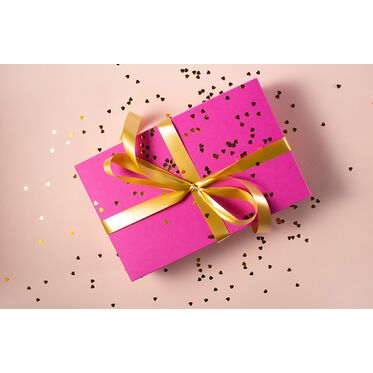 Как красиво упаковать сумку или кошелек на подарок
